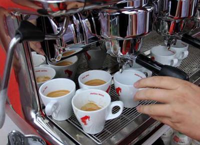 quattro caffè al giorno fanno bene