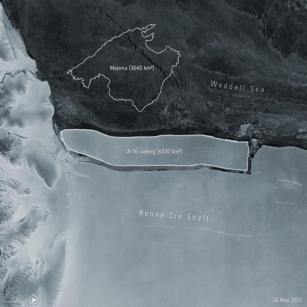 Un enorme Iceberg si distacca in Antartide